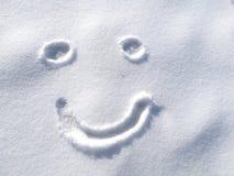 Cara feliz de tiragem do smiley na neve no fundo do tempo de inverno, símbolo Imagem de Stock Royalty Free