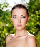 Cara femenina fresca hermosa al aire libre imágenes de archivo libres de regalías