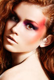 Cara femenina sensual con maquillaje brillante de la manera Fotografía de archivo libre de regalías