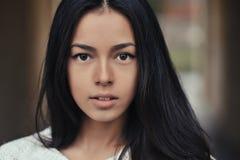 Cara hermosa de la muchacha - retrato al aire libre Fotos de archivo