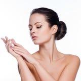 Cara hermosa de la mujer adulta joven con la piel fresca limpia imágenes de archivo libres de regalías