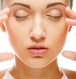 Cara hermosa de la mujer de la salud con la piel limpia de la pureza Fotos de archivo libres de regalías