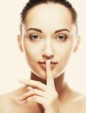 Cara hermosa de la mujer de la salud con la piel limpia de la pureza fotos de archivo