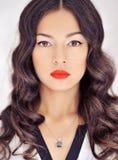 Cara hermosa de la mujer joven con la piel fresca limpia, makeu claro fotografía de archivo libre de regalías