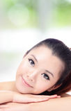 Cara hermosa de la sonrisa de la mujer con la piel perfecta Fotografía de archivo libre de regalías