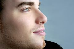 Cara hermosa del hombre joven del retrato del perfil imagen de archivo
