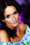 Cara hermosa en fondo blured Foto de archivo