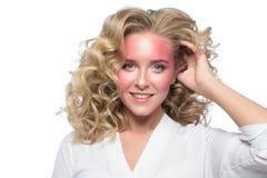 Cara loura bonita da mulher com composição cor-de-rosa Imagem de Stock