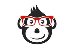 Cara negra del mono de la historieta con los vidrios rojos aislados en el fondo blanco libre illustration