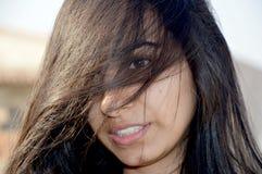 Cara ocultada de la muchacha del adolescente Imagenes de archivo