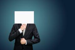 Cara permanente del Libro Blanco del hombre de negocios que lleva a cabo el frente de la cabeza fotos de archivo