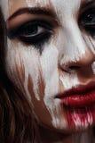 Cara pintada blanco de la muchacha morena foto de archivo libre de regalías