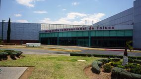 Cara principal do aeroporto internacional de Toluca México imagem de stock