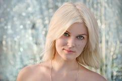Cara rubia hermosa de la muchacha Fotografía de archivo libre de regalías