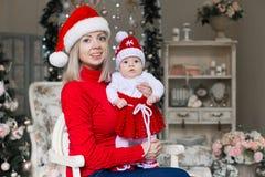 Cara, sombrero de la Navidad, traje rojo, diversión Fotografía de archivo