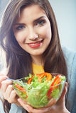 Cara sonriente ascendente cercana de la mujer. Comida de la dieta. Fotos de archivo