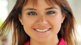 Cara sonriente de la hembra joven Foto de archivo libre de regalías