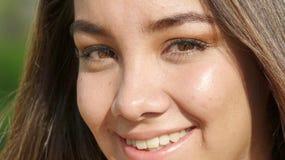 Cara sonriente de la muchacha peruana linda del adolescente Foto de archivo