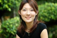 Cara sonriente de una muchacha asiática Imágenes de archivo libres de regalías