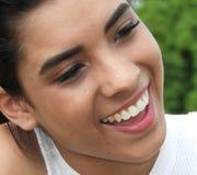 Cara sonriente del adolescente femenino hispánico Fotografía de archivo libre de regalías