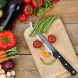 Cara sonriente preparada de las verduras de la comida de la consumición sana Foto de archivo libre de regalías