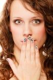 Cara surpreendida da mulher, menina que cobre sua boca sobre o branco fotografia de stock