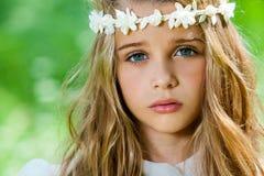 Cara tirada de muchacha linda con la venda. Imagen de archivo libre de regalías