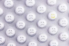Cara triste de píldoras imagen de archivo