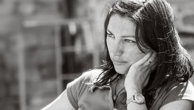 Cara triste de uma menina bonita, retrato preto e branco Fotografia de Stock