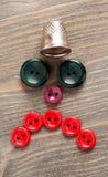 Cara triste feita de botões coloridos na tabela de madeira Imagens de Stock