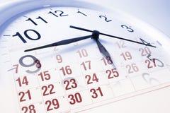 Cara y calendario de reloj Fotos de archivo libres de regalías