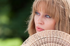 Cara y ventilador de la mujer Fotografía de archivo libre de regalías