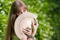 Cara y ventilador de la mujer Fotografía de archivo