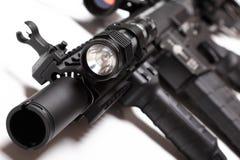 Carabina M4A1 con la linterna táctica Imagen de archivo libre de regalías