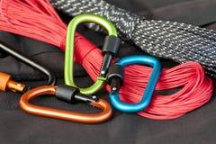 Carabine en métal pour l'alpinisme Photo des carabines colorés photographie stock