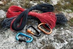 Carabine en métal pour l'alpinisme Photo des carabines colorés photo libre de droits