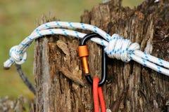 Carabine et corde en métal Photo des carabines colorés C s'élevant photo libre de droits