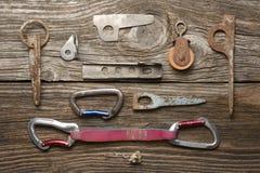 Carabine, pitons и другие объекты для взбираться Стоковое Изображение