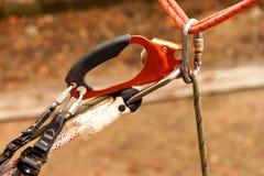 Carabiner och rep Fotografering för Bildbyråer