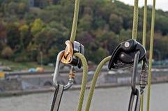 Carabiner para o alpinismo Fotografia de Stock Royalty Free