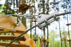 Carabiner pour les cordes de attachement Photo libre de droits