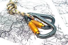 Carabiners em um fundo do mapa Imagens de Stock Royalty Free