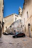Carabinieri警车在历史中心站立在Monopoli,意大利 免版税图库摄影