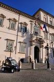 Carabinieri, das Quirinal Palast schützt lizenzfreies stockbild