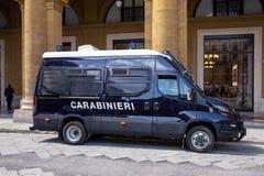 Carabinieri-Militärpackwagen stockfotografie