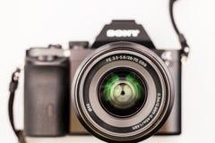 27 10 2015, CARACAL, ROEMENIË, Illustratieve redactiefoto en details van de mirrorless camera van Sony a7 Stock Foto