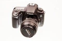 CARACAL, RUMÄNIEN, 19 12 2012 Ansicht von Kamera Canons 60D mit Linse Lizenzfreie Stockfotografie