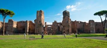 Caracalla全景反弹从地面的废墟与turi 免版税库存图片