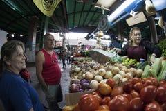 Caracas, capital de Dtto/Venezuela - 02-04-2012 : Les gens achetant sur un marché populaire célèbre en avenue de San MartÃn Images libres de droits