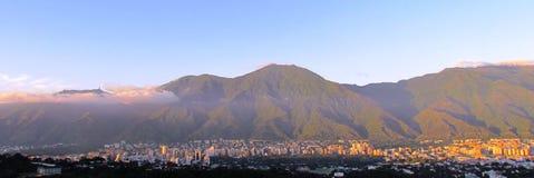 Caracas och Avila berg Royaltyfria Bilder
